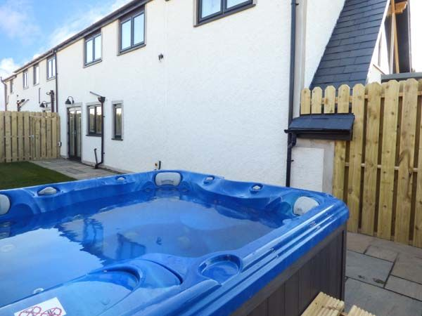 Bluebell Cottage Exterior Rear Hot Tub