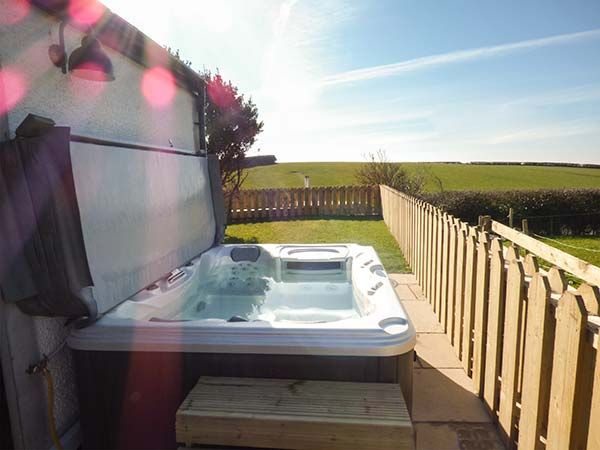 Snowdrop Cottage Exterior Rear Hot Tub 1