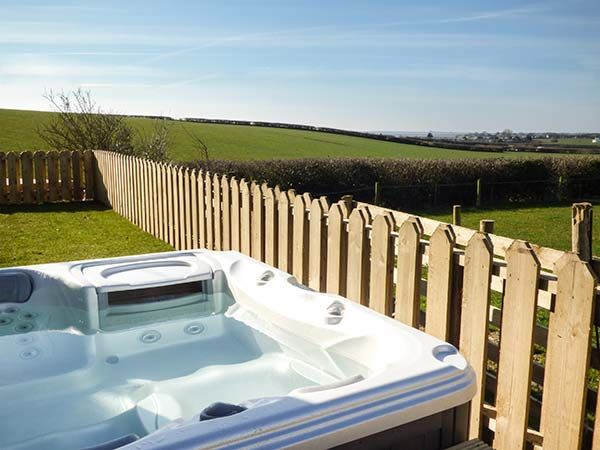 Snowdrop Cottage Exterior Rear Hot Tub 2